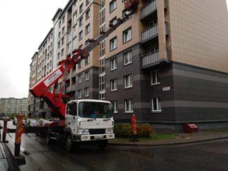 Аренда автовышек 35 метров. Фасаднеые работы.